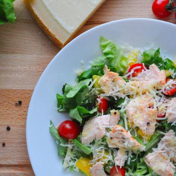 salát, parmezán, losos, rajče, paprika, olivový olej, fitness recept, fitrecept, oběd, jednoduchý recept