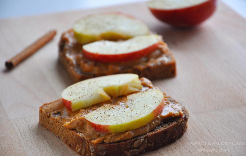 fitness recept, fitrecept, celozrnný chléb, arašídové máslo, jablko, skořice