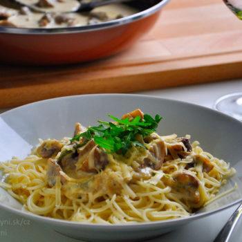 špagety, fitrecept, houby, balkánský sýr, sýrová omáčka, výborný, rychlý oběd