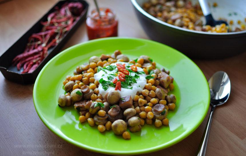 recept, oběd, jednoduchý, rychlý, zdravý, chutný, fitrecept, hubnutí, cizrna, houby, slanina, česnek, chilli, jogurt, rozmarýn, petržel