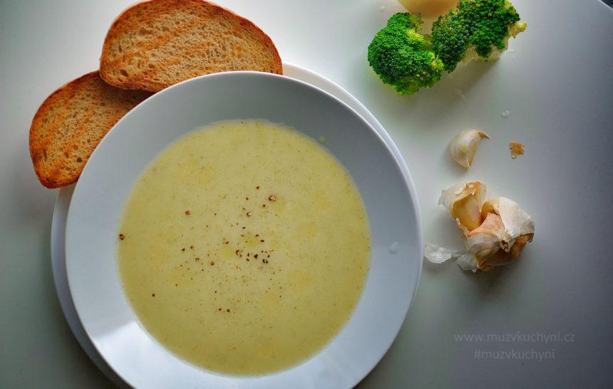brokolicová polévka, bez mouky, bez bujonu, bez zahušťovadel, fitrecept, fitness recept, recept, večeře, oběd, brambory, česnek