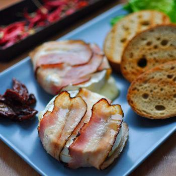 rozpečený hermelín, encián, camemberta, zapečený, večeře, rychlá, jednoduchá, lahodná, chutná, zelenina, salát, toast, sušená rajčata