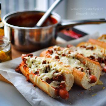 double-chilli dog, chilli dog, hot dog, recept, žranice, prasárna, kalorická bomba, skvělý, víkend, co vařit, co uvařit