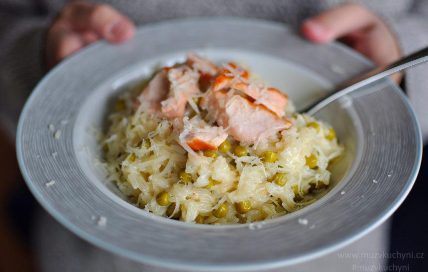 recept, MDŽ, fitness, fitrecept, večeře, jednoduchá, rychlá, zdravá, chutná, losos, parmezán, hrášek, rizoto, rýže