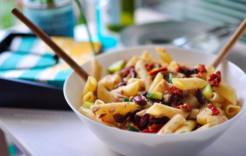 oběd, recept, jednoduchý, rychlý, zdravý, chutný, co k obědu, co k večeři, těštovinový salát, těstoviny, tuňák, fazole, sušená rajčata