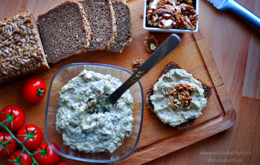 recept, pomazánka, snídaně, rybičková, šproty, sýr, ořechy, máslo, rajčata, celozrnný chléb