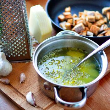 tradiční, česneková, polévka, recept,