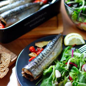 Pečená makrela se salátem