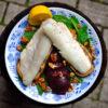 Grilovaný candát s lilkem, červenou řepou, špenátem a ořechy