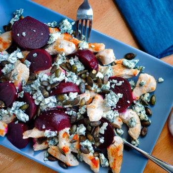 Kuřecí salát s červenou řepou